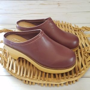 UO BDG Marigold Leather Clogs Wood Soles Size 8.
